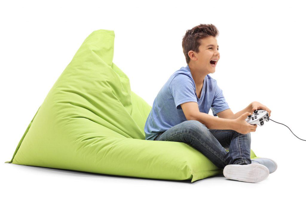 Tecniche di concentrazione bambino joystick 1024x682 - Come Concentrarsi nello Studio Universitario [4 Tecniche Pratiche]