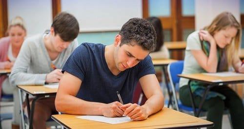 fotolia 118485931 - Come faccio a preparare due esami contemporaneamente?
