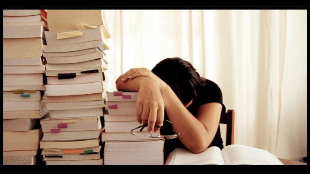 come si studia universita libri 1 1024x576 - Come si studia all'università: i 4 Passi per Laurearti Velocemente e con Voti Alti.